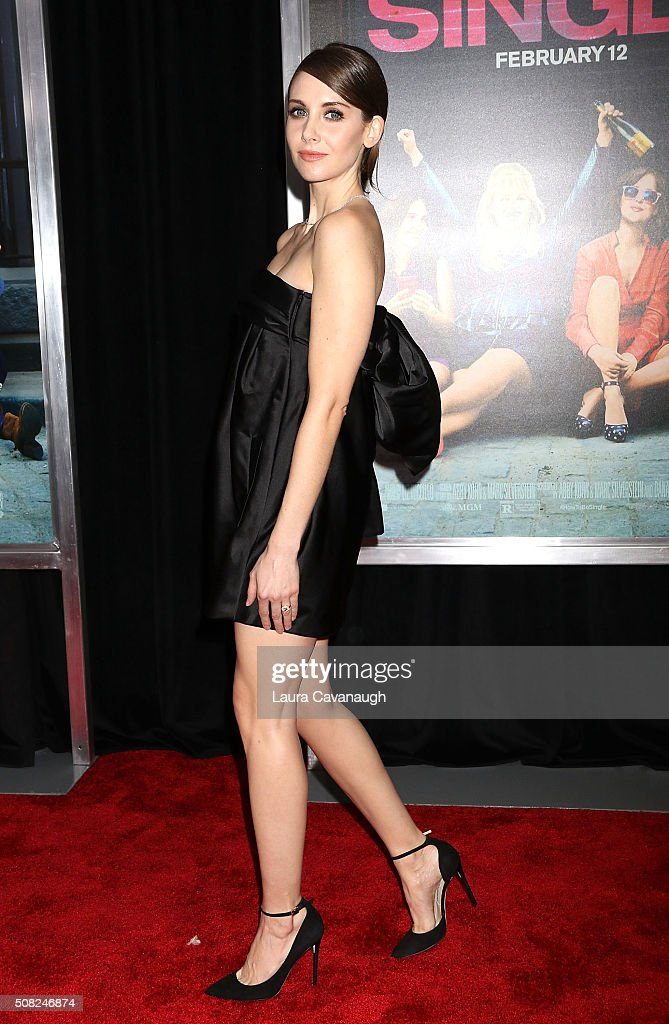 Alison Brie attends 'How To Be Single' New York Premiere - Arrivals at NYU Skirball Center on February 3, 2016 in New York City.