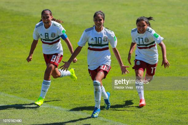 Alison Gonzalez of Mexico celebrate with teammates after scoring the opening goal of her team during the FIFA U-17 Women's World Cup Uruguay 2018...