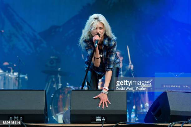 Alison Mosshart from The Kills performs during Rock en Seine Festival at Domaine National de SaintCloud on August 26 2017 in Paris France