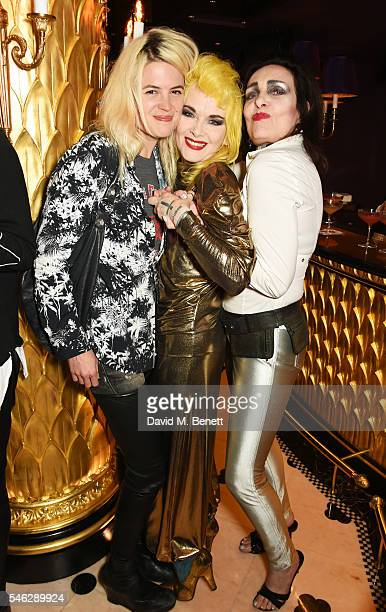 Alison Mosshart Pam Hogg and Siouxsie Sioux pose in Club Chinois at a party to celebrate Pam Hogg's honorary doctorate from Glasgow University in...
