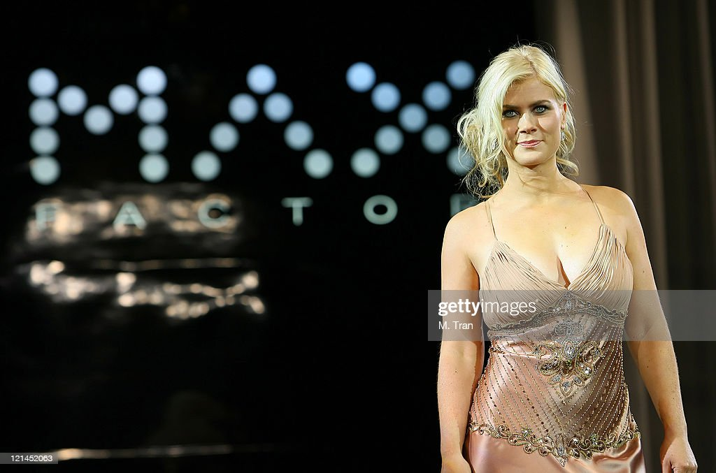 Max Factor Salutes Hollywood Fashion Show : News Photo