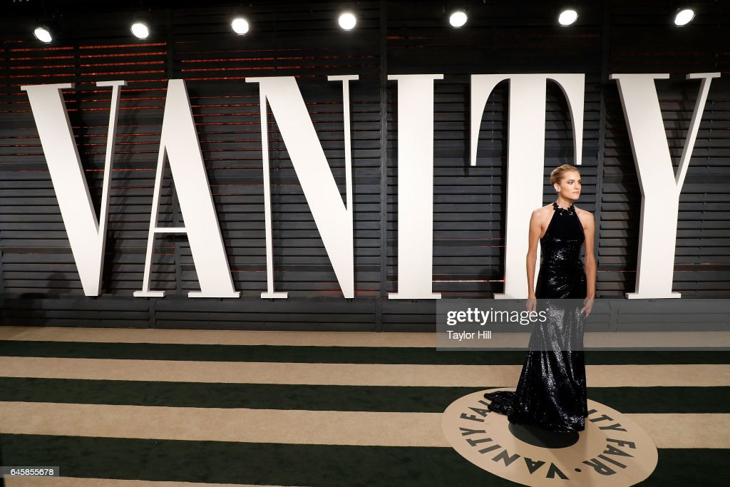 Alison Williams attends the 2017 Vanity Fair Oscar Party at Wallis Annenberg Center for the Performing Arts on February 26, 2017 in Beverly Hills, California.