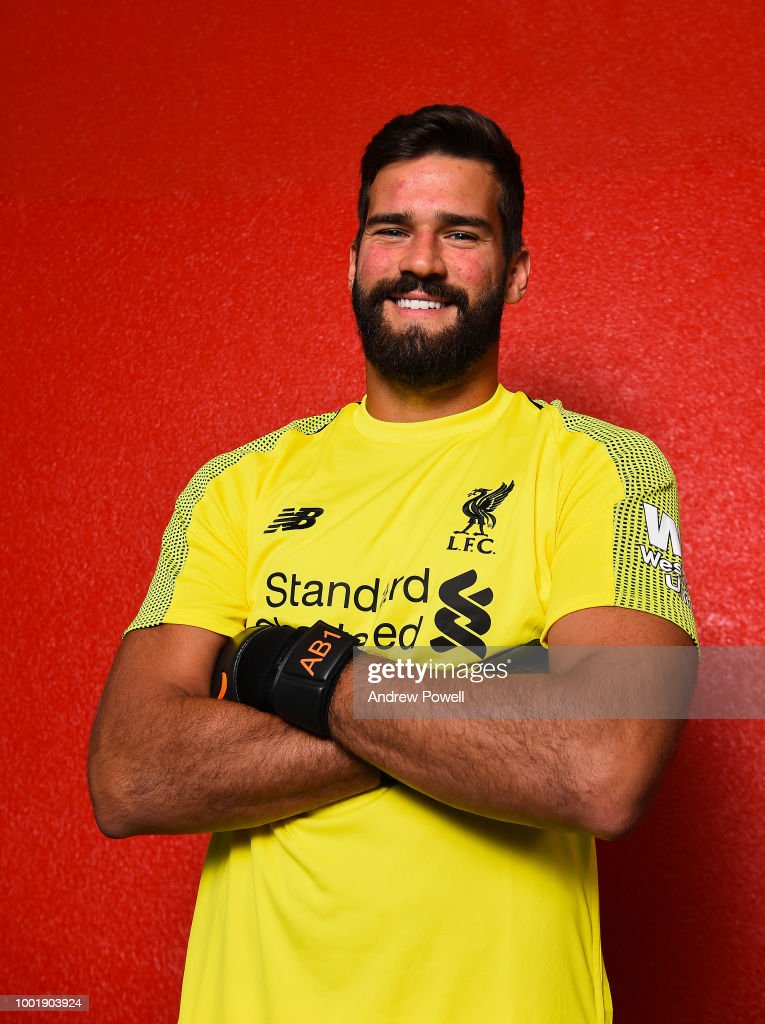 Liverpool Unveil New Signing Alisson : ニュース写真
