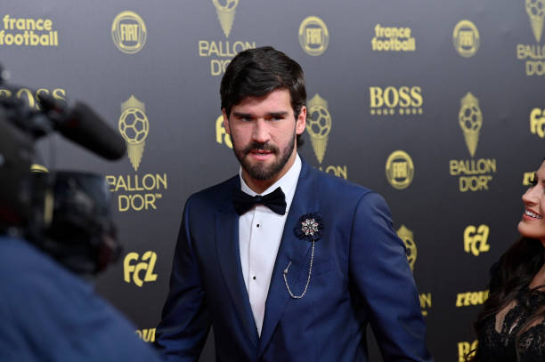 BALLON D'OR *RÉCOMPENSES DU FOOT* à partir de 2019 Alisson-becker-arrives-to-the-red-carpet-during-the-ballon-dor-at-picture-id1191562886?k=6&m=1191562886&s=612x612&w=0&h=Sp8aqE-FGdGRaVeom0b1aH1QFzwJYdJtyFkdOUnf4sE=