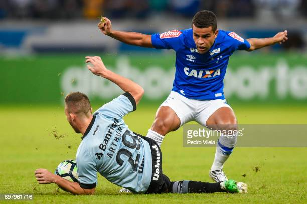 Alisson of Cruzeiro and Arthur of Gremio battle for the ball during a match between Cruzeiro and Gremio as part of Brasileirao Series A 2017 at...