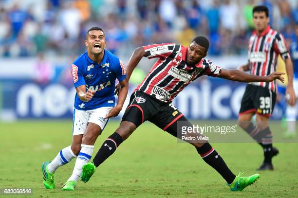 Alisson of Cruzeiro and Jucilei of Sao Paulo battle for the ball during a match between Cruzeiro and Sao Paulo as part of Brasileirao Series A 2017...