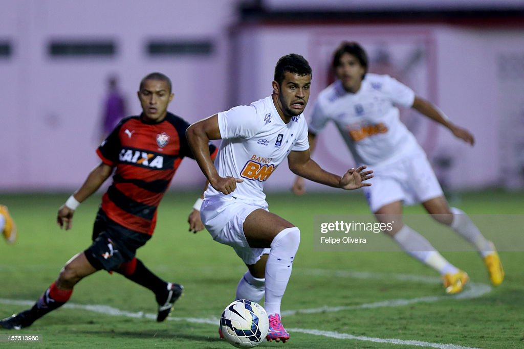 Alisson of Cruzeiro in action during the match between Vitoria and Cruzeiro as part of Brasileirao Series A 2014 at Estadio Manoel Barradas on October 19, 2014 in Salvador, Bahia, Brazil.