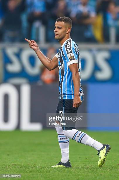 Alisson of Gremio celebrates after scores a penalty kick during the match between Gremio and Estudiantes part of Copa Conmebol Libertadores 2018 at...