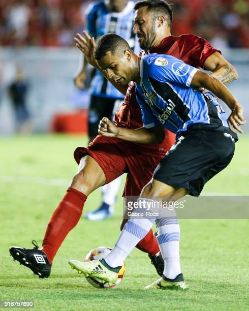 Alisson of Gremio fights for the ball with Jonas Gutierrez of Independiente during the first leg match between Independiente and Gremio as part of...