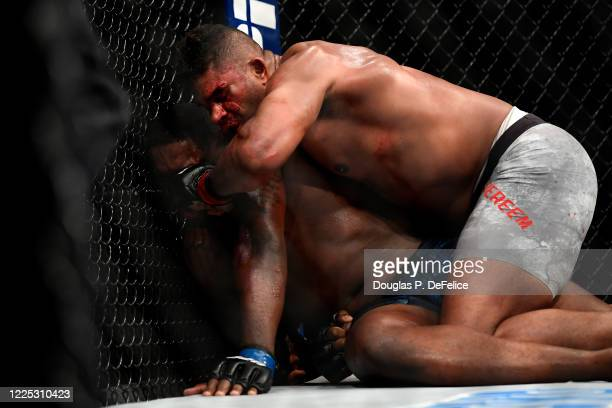 Alistair Overeem of the Netherlands fights Walt Harris of the United States in their Heavyweight bout during UFC Fight Night at VyStar Veterans...