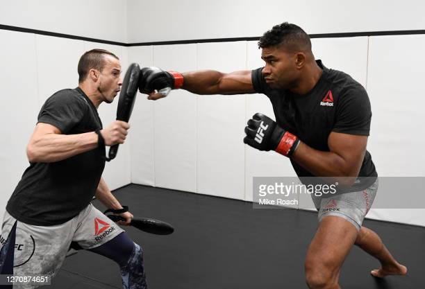 Alistair Overeem of the Netherlands warms up prior to his fight during the UFC Fight Night event at UFC APEX on September 05, 2020 in Las Vegas,...