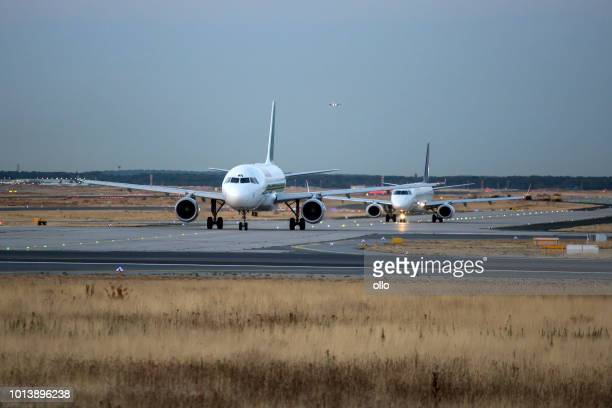 alitalia airbus waiting for take-off - taxiing stock pictures, royalty-free photos & images
