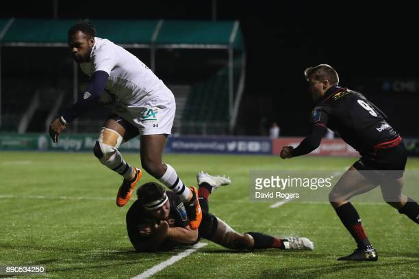 Aliveretti Raka of Clermont Auvergne breaks clear for his first try during the European Rugby Champions Cup match between Saracens and ASM Clermont...