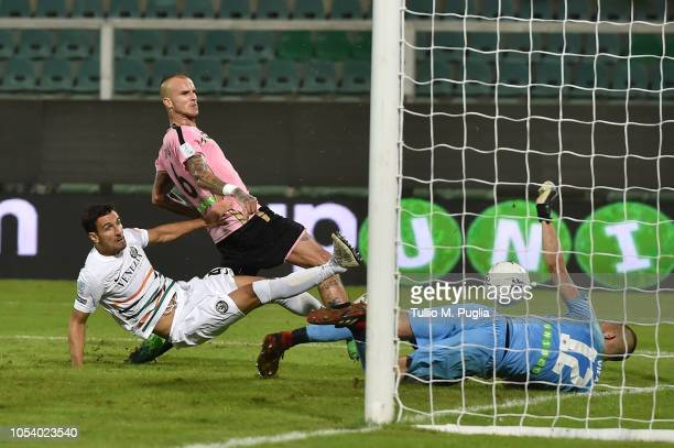 Aljaz Struna of Palermo scores the equalizing goal during the Serie B match between US Citta' di Palermo and Venezia FC at Stadio Renzo Barbera on...