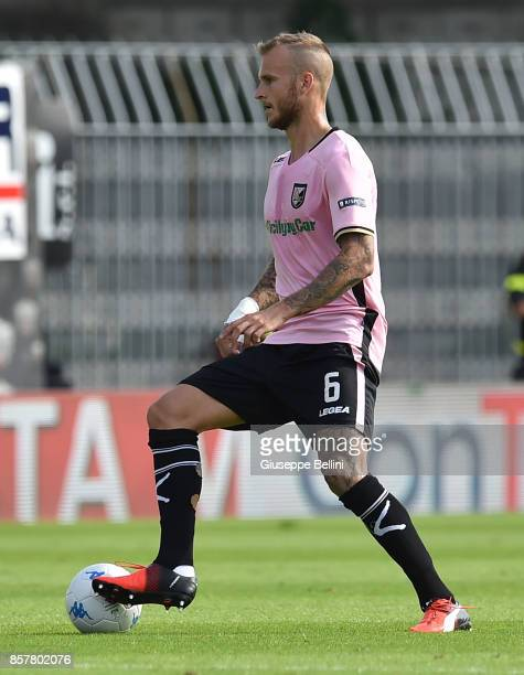 Aljaz Struna of US Citta' di Palermo in action during the Serie B match between Ascoli Calcio and US Citta di Palermo at Stadio Cino e Lillo Del Duca...