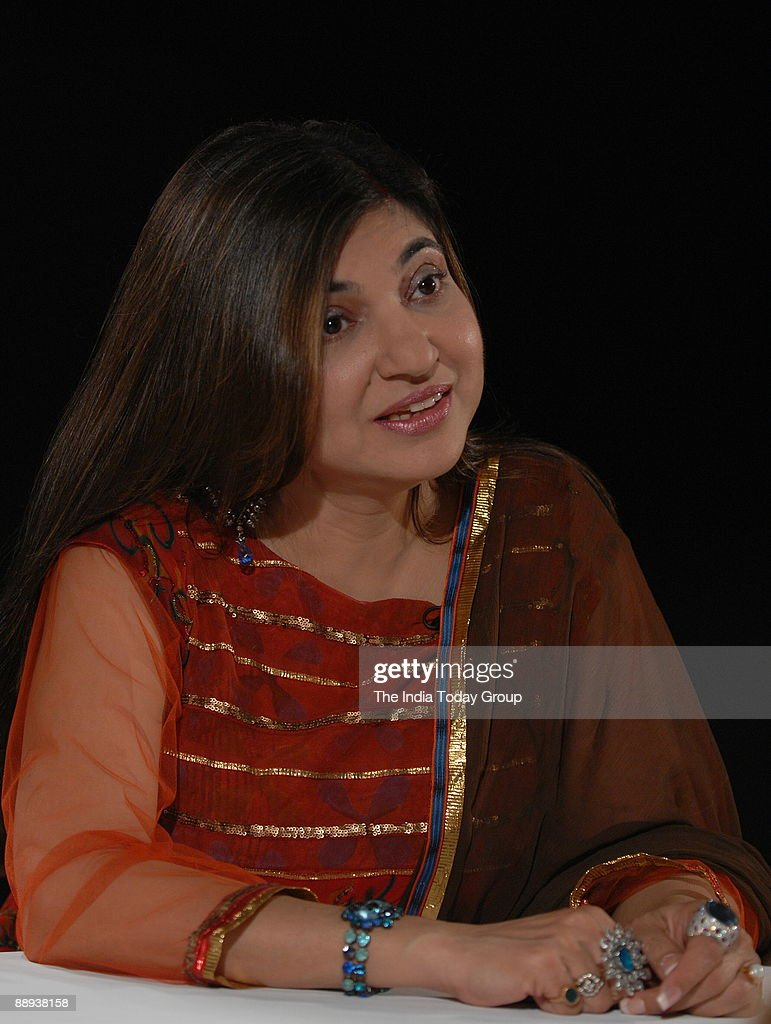 Alka Yagnik, Singer on the sets of Seedhi Baat, a popular TV show aired on Aaj Tak in Mumbai, Maharashtra, India : News Photo