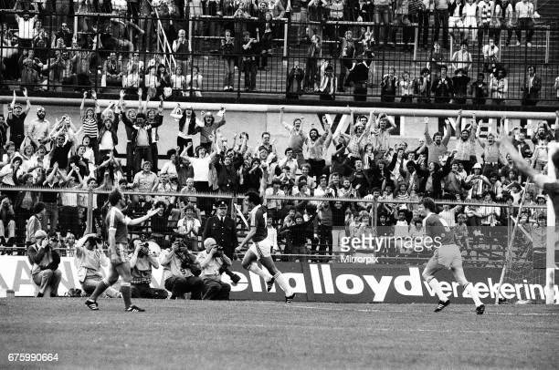 Alkmaar v Ipswich Town in action during 2nd leg match of UEFA Cup Final at the Olympic Stadium in Amsterdam May 1981. Final score: AZ Alkmaar 4-2...