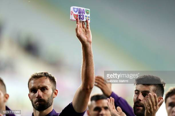 All ACF Fiorentina players greet the fans recalling Captain Davide Astori during the serie A match between ACF Fiorentina and Chievo Verona at Stadio...
