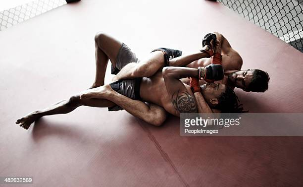 all anger and aggression - mixed martial arts stockfoto's en -beelden