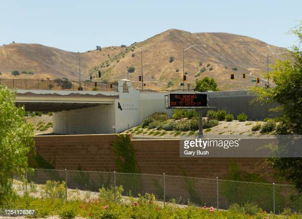 """""""all beaches closed due to covid-19"""" electronic freeway sign in calabasas, ca - calabasas stock pictures, royalty-free photos & images"""