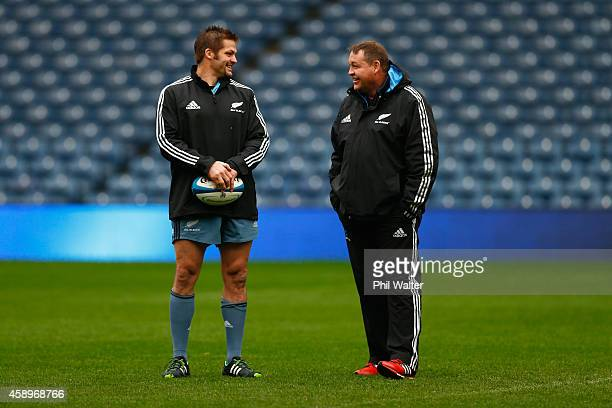All Black captain Richie McCaw talks with coach Steve Hansen during the New Zealand All Blacks Captain's Run at Murrayfield on November 14, 2014 in...