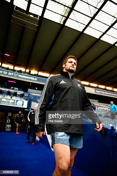 All Black captain Richie McCaw walks out of the players tunnel for the New Zealand All Blacks Captain's Run at Murrayfield on November 14, 2014 in...