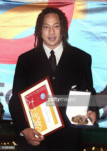 All Black rugby player Tana Umaga from New Zealand poses with the Pierre de Coubertin Trophy for Fair Play in Athens 07 December 2004 The...