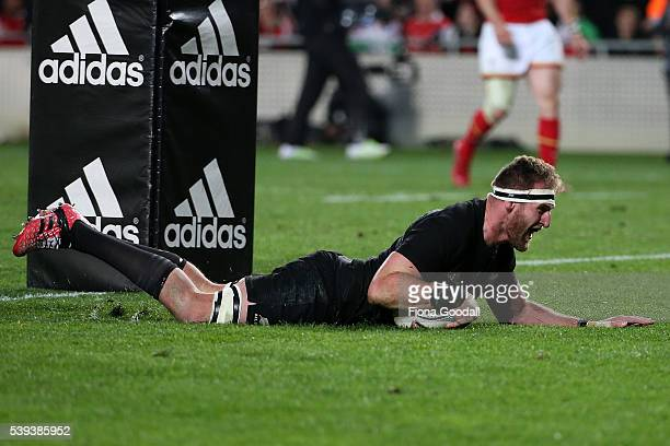 All Blacks captain Kieran Read scores a try during the International Test match between the New Zealand All Blacks and Wales at Eden Park on June 11...