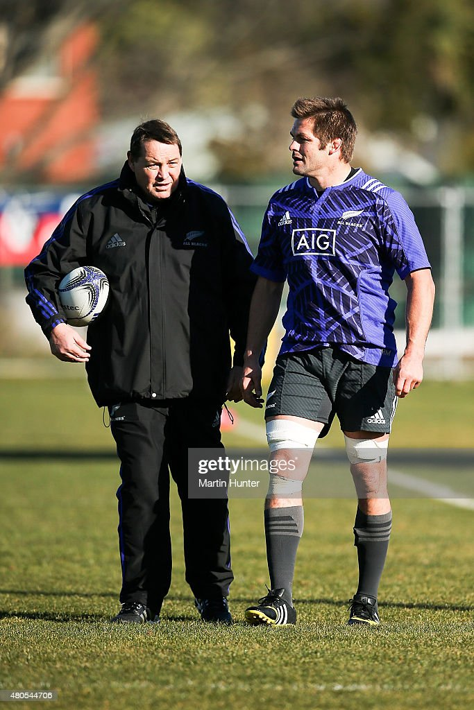 All Blacks coach Steve Hansen (L) talks to Richie McCaw (R) during a New Zealand All Blacks training session on July 13, 2015 in Christchurch, New Zealand.