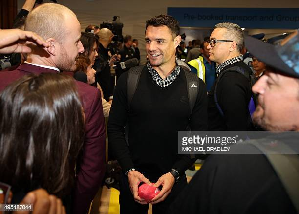 All Blacks Dan Carter arrives back home with the Rugby World Cup trophy at the Auckland Airport in Auckland on November 04 2015 The New Zeland All...