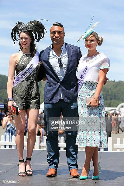 All Blacks rugby player and guest fashion judge Victor Vito poses with finalists in the Fashion in the Field contest during Wellington Cup Day on...