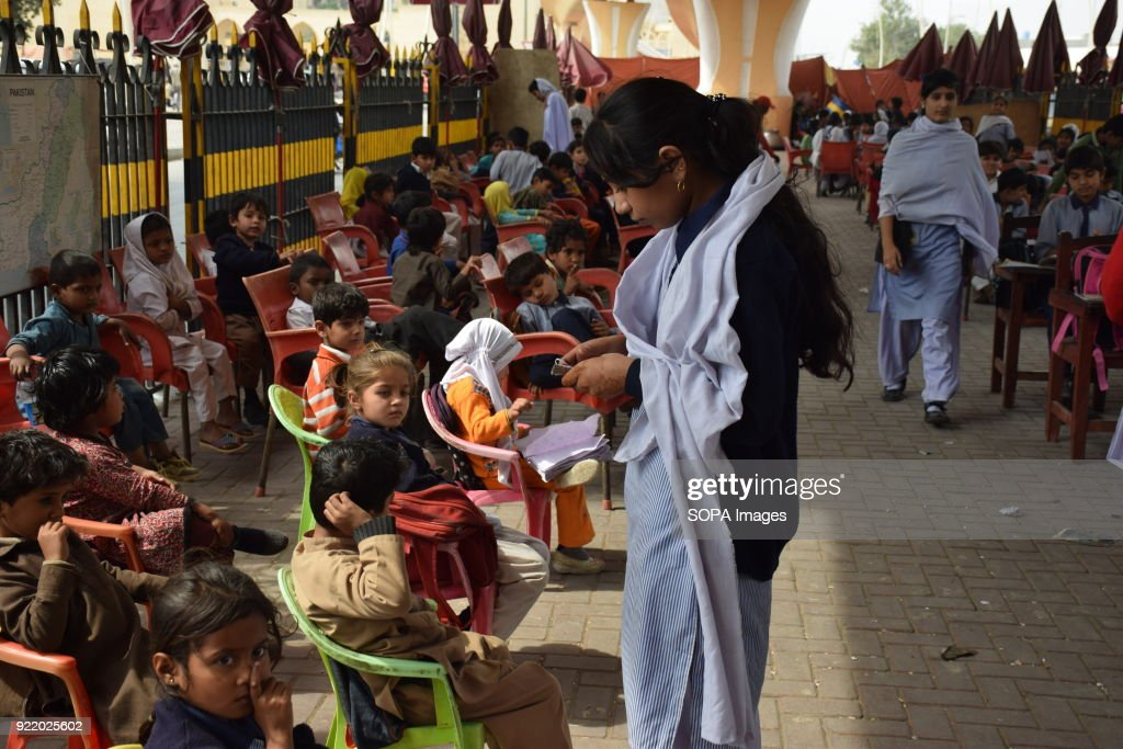 All Children in the Karachi FootPath School daily reward Rs. : News Photo
