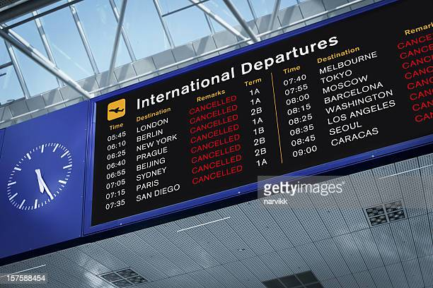 all flights cancelled - wachten stockfoto's en -beelden