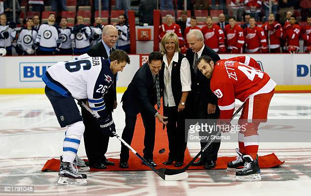 All four of former Detroit Red Wing Gordie Howe's children Marty Murray Cathy and Mark Howe participate in a ceremonial puck drop in honor of their...
