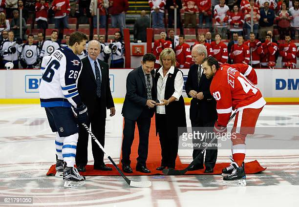 All four of former Detroit Red Wing Gordie Howe's children Marty, Murray, Cathy and Mark Howe participate in a ceremonial puck drop in honor of their...
