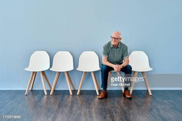 todos os seus anos de experiência fazem dele um candidato de topo - cadeira - fotografias e filmes do acervo