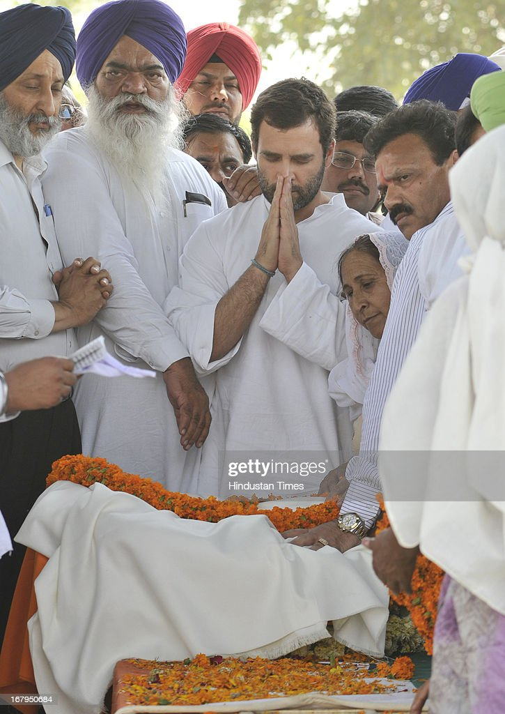 All India Congress Committee Vice President Rahul Gandhi paying tribute to Sarabjit Singh during his cremation ceremony at his native village Bikhiwind on May 3, 2013 about 40 Kms from Amritsar, India. Sarabjit Singh, an Indian prisoner in Pakistan who died after being brutally assaulted in a Pakistani jail, was cremated in his native village with full state honours .