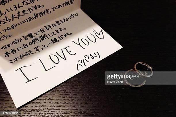 all is love - 日本語の文字 ストックフォトと画像