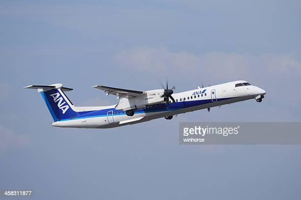 全日空ボンバルディアダッシュ 8 q400 - 中部国際空港 ストックフォトと画像