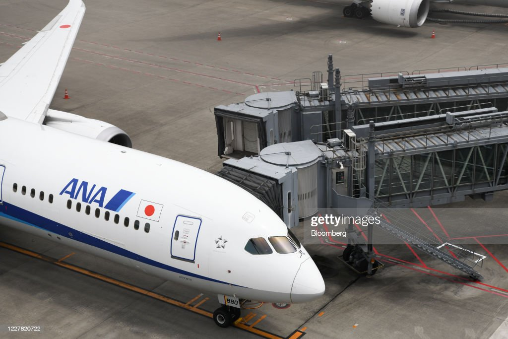 Haneda Airport Ahead of JAL and ANA Earnings Announcement : ニュース写真