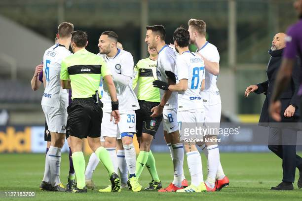 All players of fC Internazionale speak with the referee Rosario Abisso during the Serie A match between ACF Fiorentina and FC Internazionale at...