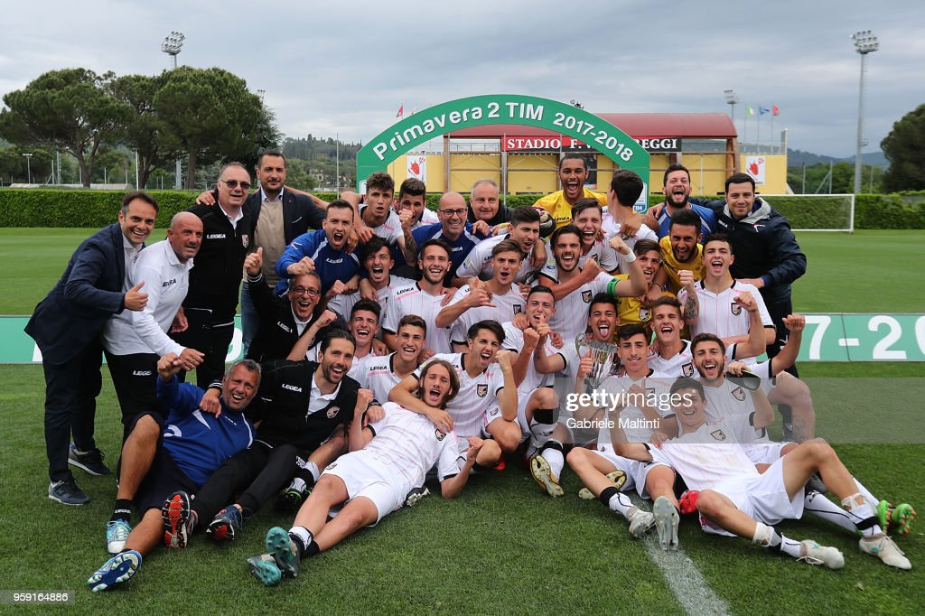 All players of US Citta' di Palermo U19 celebrate the victory during the SuperCoppa primavera 2 match between Novara U19 and US Citta di Palermo U19 at Centro Tecnico Federale di Coverciano on May 16, 2018 in Florence, Italy.