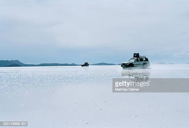 all terrain vehicles racing on salt flat - ウユニ塩湖 ストックフォトと画像