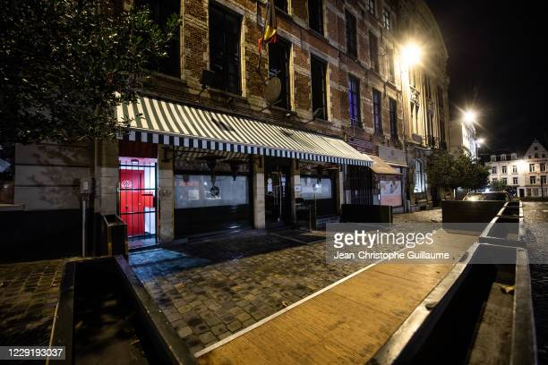 All the chairs have been removed from the Sablon terraces, a major entertainment center for the Brussels bourgeoisie. Brussels on October 20, 2020 in...