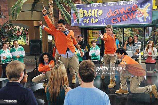 KICKIN' IT All the Wrong Moves Jerry signs the gang up for the Hottest Dance Crew Competition at the mall but quickly learns they can't dance Smooth...