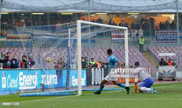 Allan Marques Loureiro of Napoli and Emiliano Viviano of Sampdoria during the Italian Serie A football match at the San Paolo stadium between SSC...