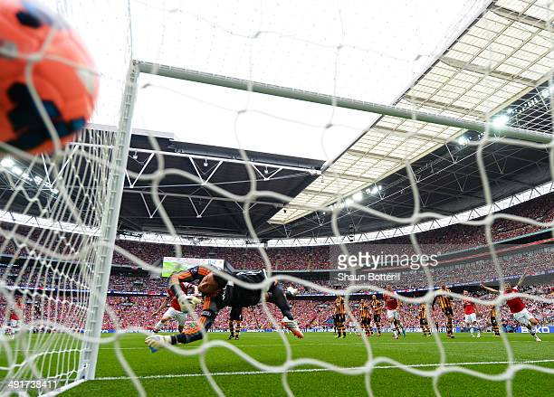 Allan McGregor of Hull City fails to stop Santi Cazorla of Arsenal scoring their first goal from a free kick during the FA Cup with Budweiser Final...