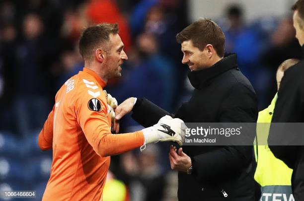 Allan McGregor of Rangers reacts with Rangers manager Steven Gerrard during the UEFA Europa League Group G match between Rangers and Villarreal CF at...