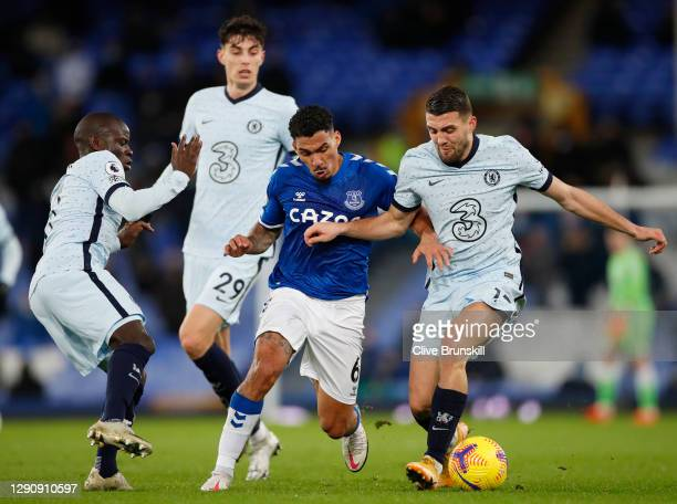 Allan of Everton battles for possession with Mateo Kovacic , Ngolo Kante and and Kai Havertz of Chelsea during the Premier League match between...