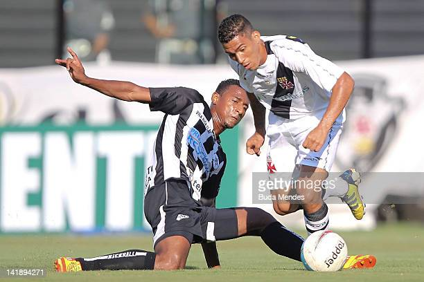 Allan of Vasco da Gama struggles for the ball with Elias of Resende during a match between Vasco da Gama and Resende as part of Rio State...